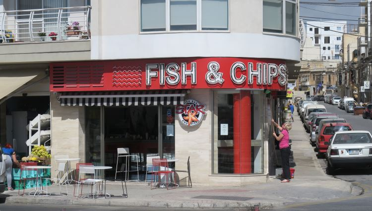 Der Eingang des Restaurants Start Fish Bar in Gzira, auf Malta.